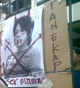 Para aktivis Islam mendatangi rumah Ariel di Bandung